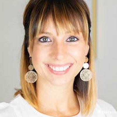 Leigh  Riazi