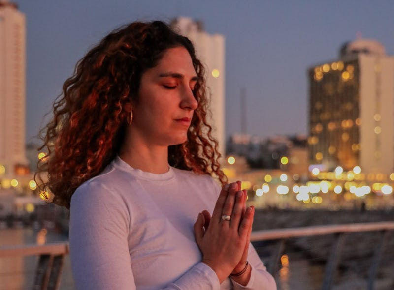 Here's How I Fit Meditation Into My 9-To-5 (And Why You Should, Too)