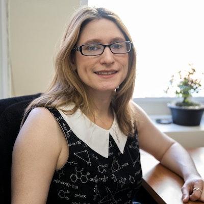 Laura  Baur