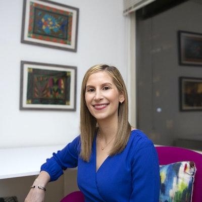 Anna  Zelig