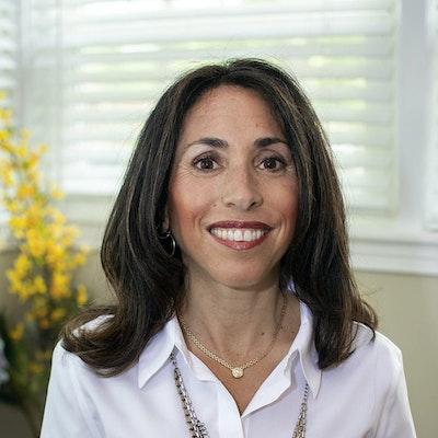 Lynn  Zakeri