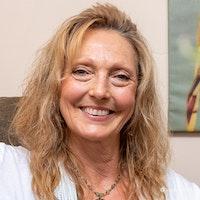 Vivian  Rowe