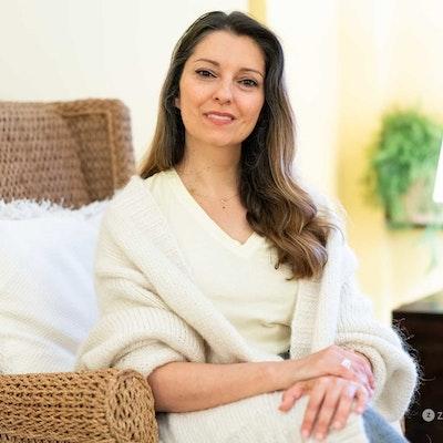 Azita  Afshar